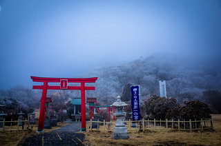 shrine in the cloud (Mt.Tsurumi, Oita)