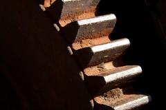 IMG_9412 (1) (Maurice Welling) Tags: sun sunlight detail rust gear duisburg zon roest ijzer zonlicht tandwiel hoogoven