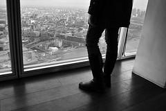 Feet on the top (GiorgioV12) Tags: white black london tower girl skyscraper torre candid feeet grattacielo shard bianco londra nero