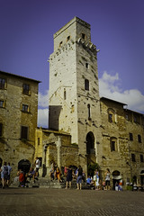 Tower and well (Sacha 2D) Tags: voyage leica italy europe tuscany toscane italie 2014 travelphotography leicam8 leicaelmaritm28mmf28 lensblr photographersontumblr sacha2d