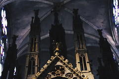The cathedral, within itself. (Izaphotographer) Tags: travel light sculpture inspiration paris france color art history love church window beauty abbey architecture big cathedral good basilica fineart religion gothic catedral mandala shades medieval viajes francia royale suger feelings basilique gotico dagobert viajero saintdenis historyart vsco pentaxkr