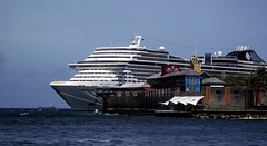 O divino e a arquitetura (faneitzke) Tags: ocean sea nature port mar ship natureza porto cruiseship caribbean cruzeiro curaao willemstad msc navio caribe caribbeansea engenharia mscdivina