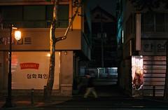 ... (june1777) Tags: street light night t fuji ar superia snap 400 seoul konica f18 52mm autoreflex xtra hexanon nagwondong