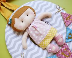 Enfeite para porta de maternidade (Meia Tigela flickr) Tags: baby bandeira porta beb quarto nome boneca menina decorao maternidade varal bordado enfeite quartinho bandeirola bonequinha