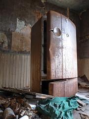 Domesticus Monumentum (Doom vs) Tags: house abandoned decay rusty refrigerator derelict urbex kelvinator ontarioabandoned