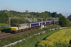 90048 24-05-16 (IanL2) Tags: northamptonshire trains railways freightliner class90 caledoniansleeper 90048