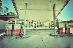 MAC'S 66 SERVICE (Lisa Plymell) Tags: architecture vintage wideangle sigma1020 nikond5300
