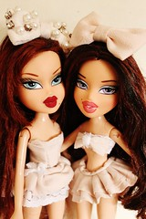 Dolls (BratzPVI) Tags: pink people cute twins dolls handmade inspired indoor clothes phoebe kawaii bonita  sailor groupshot rosita bratz muecas bonitas    roxxi twiinz