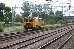 Stoneblower @ Coppenhall - Crewe (uksean13) Tags: yellow canon cheshire crewe networkrail ef28135mmf3556isusm trackmachine coppenhall stoneblower 760d
