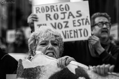 Vernica de Negri (AriCaFoix) Tags: chile santiago bw canon 50mm protest mother bn demonstration protesta memory madre memoria xsi dictatorship commemoration manifestacin ef50mmf14usm dictadura conmemoracin 450d rodrigorojasdenegri