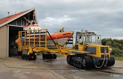 Terug bij het boothuis (Romar Keijser) Tags: knrm roodberg tractor beursplein 5 reddingsboot valentijn klasse texel cocksdorp vrijwilligers