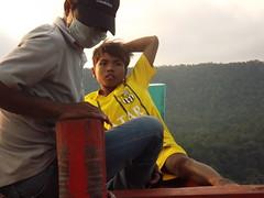 Pendant la traversée (Vincentello) Tags: garçon boy boat bateau cambodge cambodia