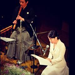 「福島の苦しみは終わっていない」 被災者の詩の朗読を続ける 吉永小百合さん。  静かに、美しく、 しかし、 とても力強く、 主張し続ける彼女の姿に感動、 です。  http://www.asahi.com/sp/articles/ASH3B2SXSH3BPTIL003.html