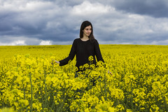Noe (ex-otico) Tags: girl field yellow stormy
