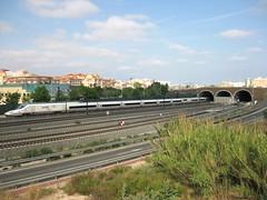 Tren AVE de Renfe (Valencia-Madrid) saliendo del tnel de San Marcelino. VALENCIA (fernanchel) Tags: valencia station train tren spain railway ave estacion tunel treno tgv highspeed ferrocarril renfe grandevitesse adif bahnhfe  sanmarcelino
