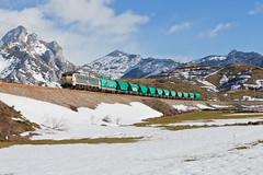 Pajares! (Nohab0100) Tags: españa snow train tren spain espanha nieve neve locomotive pajares freight mitsubishi locomotora comboio renfe castillayleón locomotiva 251 villamanín