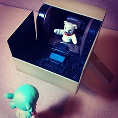 Jularljamin inside! (astrosnik) Tags: square robot astronaut cardboard squareformat yotsuba danbo danboard cardbo iphoneography instagramapp xproii uploaded:by=instagram jularljamin jularumin