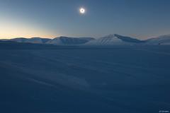 Svalbard - Soleil noir sur la glace -2- (jf garbez) Tags: sky sun moon snow ice norway montagne lune soleil solar eclipse norge nikon europa europe svalbard relief ciel valley neige nikkor blacksun mont spitsbergen glace nationalgeographic solareclipse vallée norvège d600 24120mm spitzberg soleilnoir nikond600 eclipsesolaire nikonpassion sassendalen eclipsedesoleil nikkor2401200mmf4