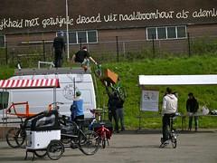 Abladen eines Metrofiets (raffizack) Tags: bicycle oregon nijmegen portland cycle netherland velo cargobike nimwegen hpv humanpower lastenrad metrofiets internationalcargobikefestival