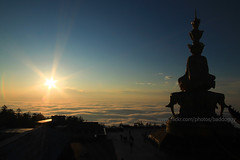 Emei Shan's Golden Summit and Sunset (baddoguy) Tags: blue sunset mountain silhouette statue horizontal photography nationalpark religion praying buddhism nopeople unescoworldheritagesite copyspace emeishan bodhisattva sunbeam porcelain cloudscape clearsky placeofworship chineseculture unusualangle traveldestinations colorimage famousplace mahayana sichuanprovince humanrepresentation chinaeastasia