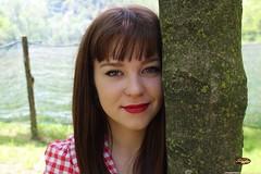 Keira (SkyferPhoto) Tags: smile albero pinup primopiano ragazza capellicastani