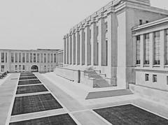 GENEVE - Stop time (LUAL audiovisual) Tags: building history architecture switzerland europa europe suiza bn onu ginebra unog
