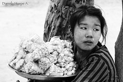 (d.huepe) Tags: world woman girl women asia tribal myanmar tribe seller mundo tribus birmania sudesteasiatico