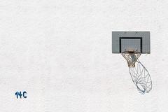 14c (Redfinn-Photoart) Tags: desktop blue white abstract colour basketball yellow 50mm nikon flickr outdoor wand minimal clean gelb d200 straight blau nikkor weiss minimalistic abstrakt korb putz riffelblech hausnummer minimalistisch 14c rauhputz colourart 365tage tag210 alublech 365fotosorg
