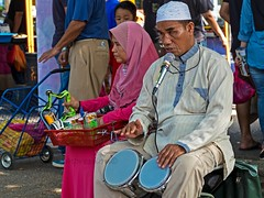 Basking at Pasar Tani (Farmers Market) (zolmuhd) Tags: shahalam basking blindman basker pasartani