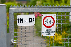 Kleingarten (JBsLightAndShadow) Tags: signs schilder bicycle sign gardens garden nikon gate schild heidelberg tor nikkor fahrrad kleingarten nikond3300 d3300
