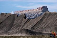 2014 USA Caineville  Utah (creationtao) Tags: usa nature vent utah noir pierre wayne dune sable dessin chateau paysage extrieur dsert sr24 surnaturel caineville