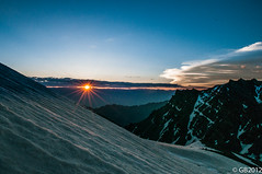 Glittering sun over the Mountains (Adventurer_007) Tags: sun sunlight india snow mountains ice clouds landscapes nikon horizon sunrays polarizer mou ladakh 1755mm firstrays d300s firstsunrays snowclappedpeaks