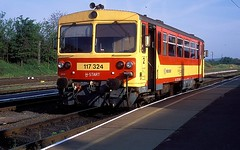 117 324  Tapolca  27.05.16 (w. + h. brutzer) Tags: analog train nikon hungary eisenbahn railway zug trains locomotive ungarn mav 117 lokomotive tapolca eisenbahnen triebwagen triebzug bzmot webru