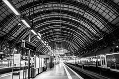 Frankfurt am Main Hauptbahnhof (wuestenigel) Tags: architecture train germany de deutschland europe arch hessen frankfurt bahnhof db railwaystation hauptbahnhof locomotive deutschebahn frankfurtammain rmv centralrailwaystation frankfurtammainhauptbahnhof