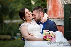 Lift me up (Alberto Cassandro) Tags: wedding friends love bride nikon sigma happiness weddingparty weddingday weddingphotography sigmalenses nikond810 sigmaart sigma35mmart