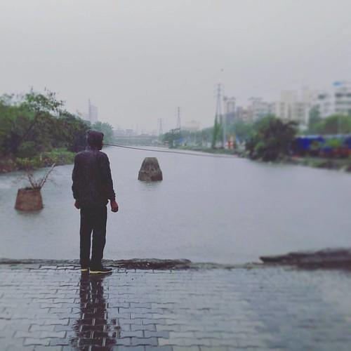 The rain effect ... #monsoon #rain #instagram #dailypic #rainyday #reflection #lonelyman #loneliness #greenday #rainy