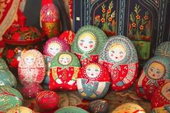 La famille s'agrandit... (Olga Valeska) Tags: easter colorful des fairy fte nol matriochka poupe pques russe mres folklorique