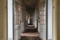 Portes ouvertes (Delpro-Photographie) Tags: decay hopital deserted couloir urbex lugubre canon1635f28 dsert oldandbeautiful canon6d psychatrique delpro photographeamateurnormand