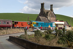 33102 Sophie Crompton Locomotive Cheddleton (Vanquish-Photography) Tags: road plant nature canon photography eos crossing ryan aviation sophie railway level valley taylor 7d locomotive ryantaylor vanquish crompton cheddleton churnetvalleyrailway churnet 33102 vanquishphotography