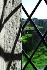 Llanfihangel Fawr / Llanfihangel nigh Roggiet (Rhisiart Hincks) Tags: church window wales shadows cymru iglesia kirche sunny gales chiesa eliza église wallis sombras kirik gwent 教堂 ombres galles monmouthshire cysgodion heulog eglwys церковь ffenestr 教会 església kembre gallas walia iliz anbhreatainbheag गिरजाघर eaglais sirfynwy leiho prenestr kimrio uels itzalak addoldy kembra เวลส์ glèisa biserică uinneag 웨일즈 valbretland mynwy eglos велс araul ažnyčia skeudoù dubharan llanfihangelfawr llanfihangelnighroggiet eguzkitsu a'chuimrigh heoliek