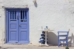 Santorini (Oia) (Alvaro Lovazzano) Tags: canon grecia santorini viaje2014 oia t3i viaje greek greece europa europe mediterrneo mediterranean sea mar isal island isole mare verano estate summer puerta door porta silla chair sedia 600d