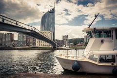 Prêt à larguer les amarres... (Gilderic Photography) Tags: liege belgium tower bridge navette boat canon 500d gilderic