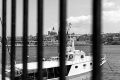 Over the fence (petia.balabanova(tnx for +1.000.000 views)) Tags: sea water summer biancoenero flickrtravelawards malta lavalletta travel fence over boat blackandwhite monocromo monochrome nikond800 50mm city view