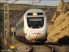 Cazando un poco (12.03) (NSFX1000) Tags: barcelona espaa 120 train tren spain railway valladolid intercity ferrocarril renfe larioja elcortijo s120