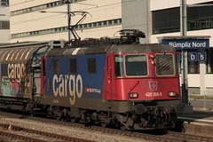 SBB Lokomotive Re 4/4 II 11268 bzw. SBB Cargo Re 420 268 - 5 ( Hersteller SLM Nr. 4914 - BBC - MFO - SAAS => Baujahr 1973 ) am Bahnhof Bern Bmpliz Nord bei Bern im Kanton Bern der Schweiz (chrchr_75) Tags: chriguhurnibluemailch christoph hurni schweiz suisse switzerland svizzera suissa swiss chrchr chrchr75 chrigu chriguhurni 1503 mrz 2015 eisenbahn schweizer bahnen bahn train treno zug albumbahnenderschweiz albumbahnenderschweiz201516 albumzzz201503mrz albumsbbre44iiiii lok lokomotive sbb cff ffs schweizerische bundesbahn bundesbahnen re44 re 44 juna zoug trainen tog tren   locomotora lokomotiv locomotief locomotiva locomotive railway rautatie chemin de fer ferrovia  spoorweg  centralstation ferroviaria
