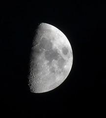 Lluna de Badalona (bertanuri bcn) Tags: barcelona leica moon lumix flickr bcn catalonia luna panasonic explore catalunya aire libre lluna badalona objetivo kuchi catalogne explored flickraward bertanuri fz45 igersbarcelona kuchifm