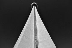 Tour CN  Toronto. (didier sibourg1) Tags: toronto canada architecture fuji tour noiretblanc ville batiment hauteur