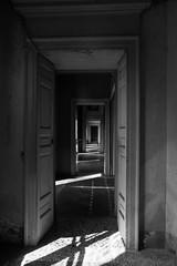 Seguendo la luce (merlo.betty) Tags: italy canon monocromo d70 ombre villa luci abbandono corridoio