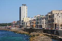 Malecn - Havana (-AX-) Tags: mer havana cuba malecn centrohabana btimentimmeuble
