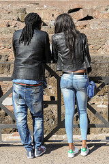 I think, they fit together well. (Werner Schnell Images (2.stream)) Tags: rome roma pair paar jeans rom colosseo ws kolosseum